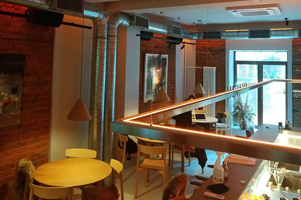 Кафе-бар, на Рождественском бульваре